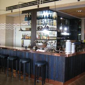 Delaire-Lodge-Bar-2.jpg-nggid019-ngg0dyn-300x300x100-00f0w010c011r110f110r010t010(2)